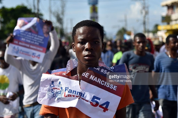 supporters-of-the-lapeh-fanmi-lavalas-and-petit-dessalines-political-picture-id497734946